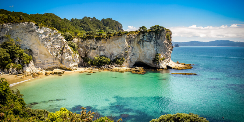 View-of-Stingray-Bay-from-Cathedral-Cove-walk