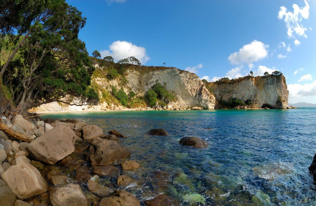 cathedral cove in hahei